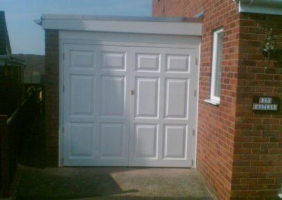 White Garage Door (800x640)